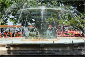 La Fontaine des 4 Saisons a été réalisée par le joaillier et sculpteur Louis Dorcière en 1858.